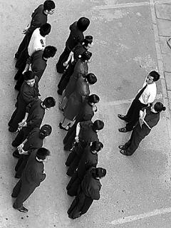 Kritik und Selbstkritik im Dienst am Unternehmenserfolg: Firmenchefs indoktrinieren ihre Mitarbeiter